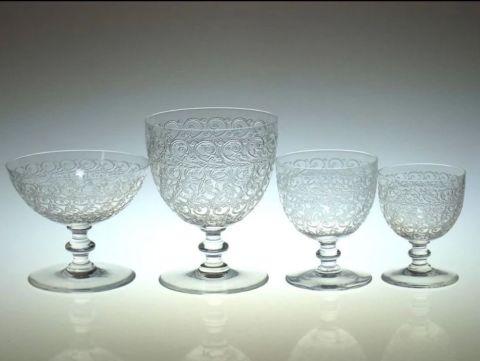 バカラのローハン4種類、右からシャンパンクープ、ウォーターゴブレット、ワイングラス大小