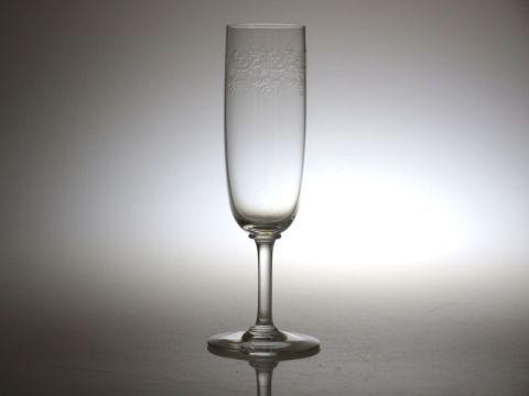 バカラの通常の形状のシャンパンフルート
