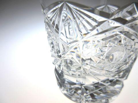 バカラのロックグラス、ラニーの精巧なカット部分