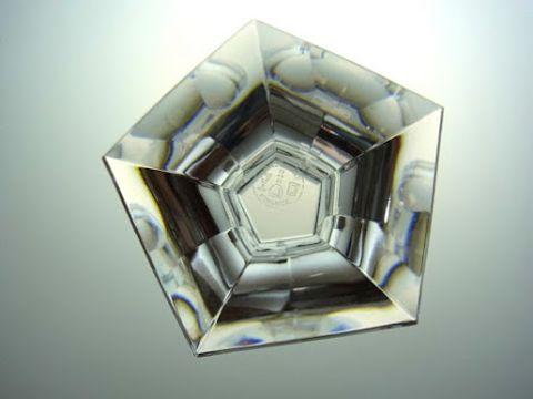 バカラのワイングラス、メルキュールの底部五角形