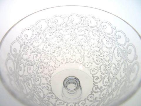 バカラのワイングラス、ローハンのエッチング文様