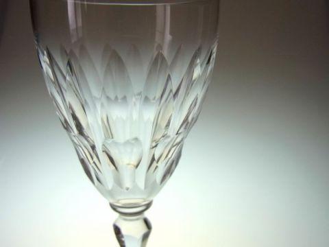 バカラのワイングラス、オートゥイユのカット部分