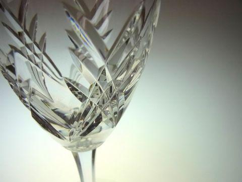バカラのワイングラス、オーベルニュのカット部分
