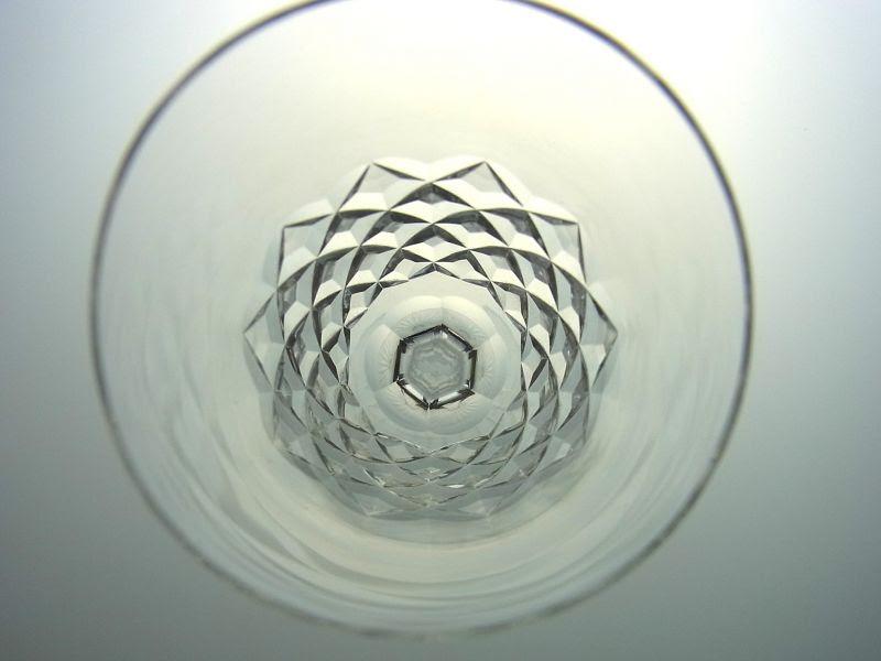バカラのブルゴスのワイングラス真上から