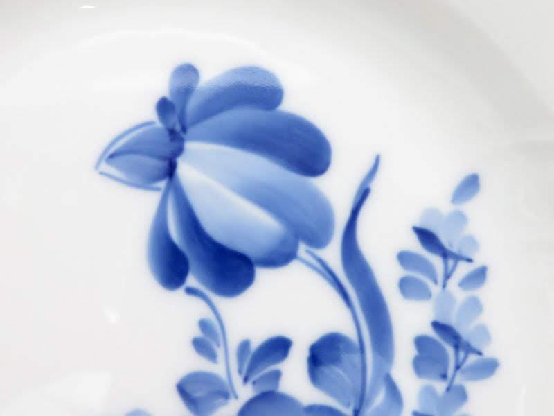 ロイヤルコペンハーゲンのブルーフラワーカーブのプレート花束