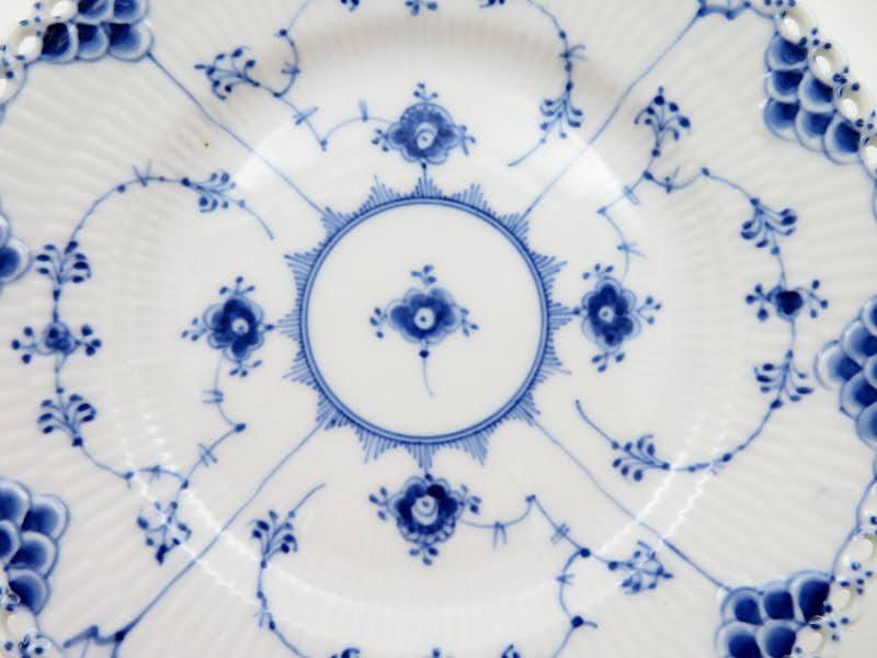 ロイヤルコペンハーゲンのブルーフルーテッド、青と白のコントラスト