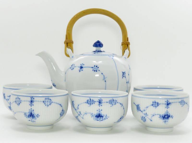 ロイヤルコペンハーゲンのブルーフルーテッド、プレインの茶器セット