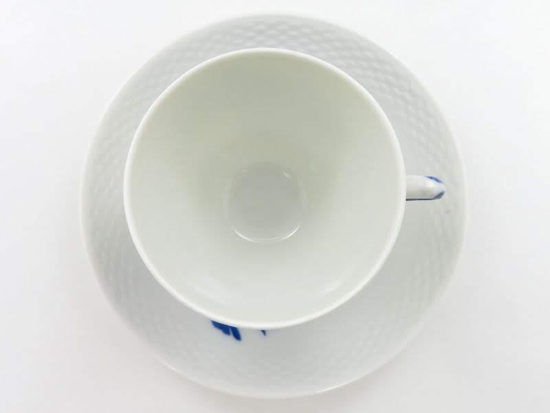 ロイヤルコペンハーゲンのブルーフラワー、プレインのコーヒーカップアンドソーサー上から