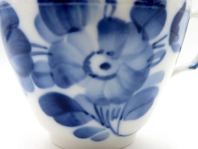 ロイヤルコペンハーゲンのブルーフラワー、プレインのコーヒーカップアンドソーサー花束