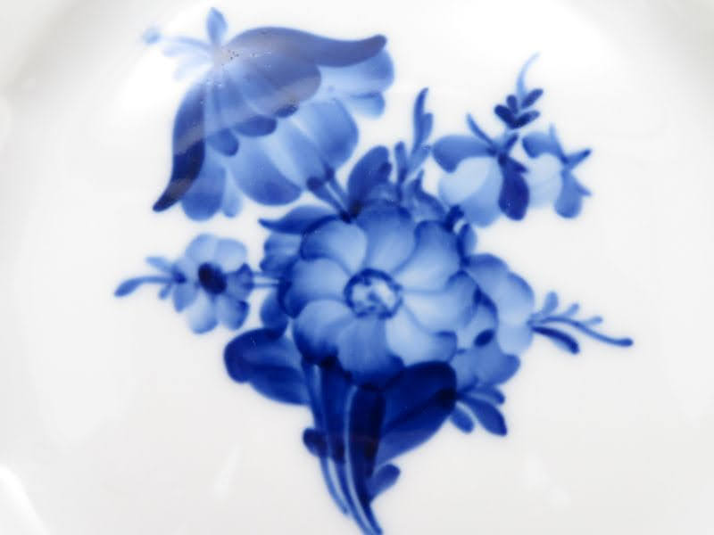ロイヤルコペンハーゲンのブルーフラワーアンギュラーのプレート花束