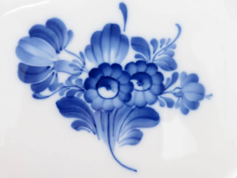 ロイヤルコペンハーゲンのブルーフラワー、プレインのプレート花束