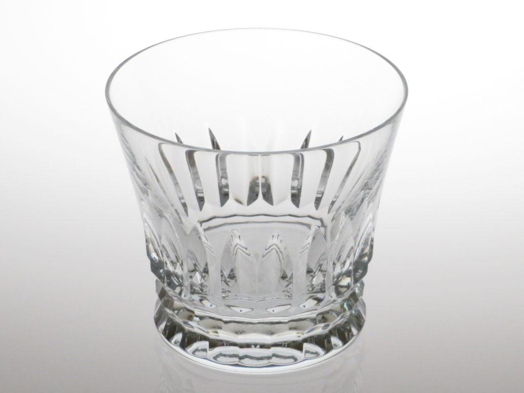 バカラ2021年のイヤーグラス、ティアラ斜め上