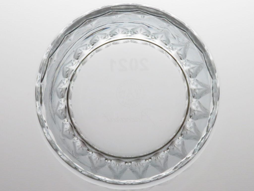 バカラ2021年のイヤーグラス、ティアラ真下から
