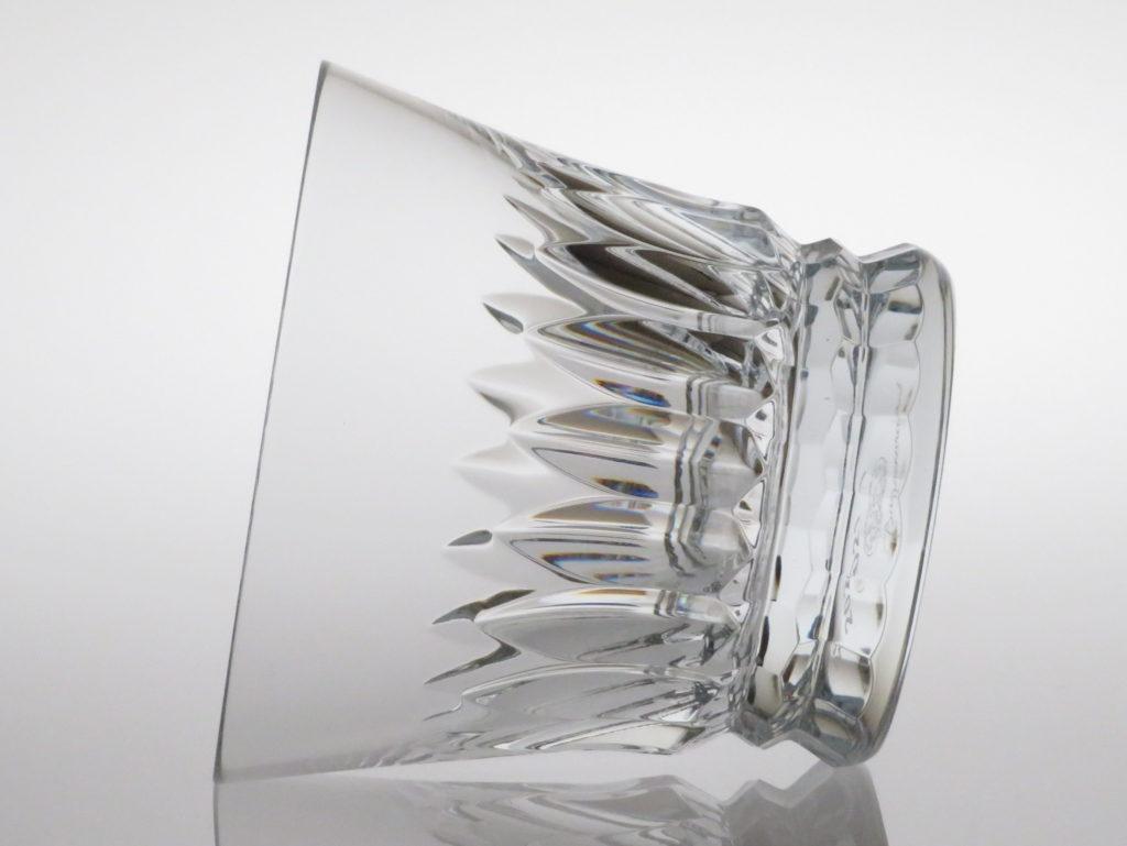 バカラの2021年のイヤーグラス、ティアラ横向き