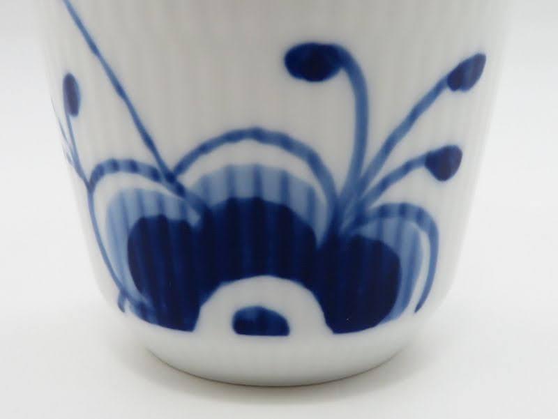 ロイヤルコペンハーゲンのフリーカップ、メガ花拡大